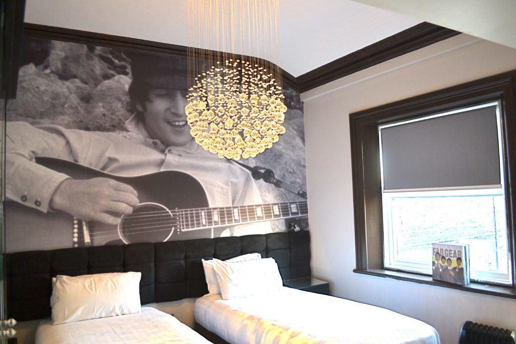 John Lennon - Liverpool party apartment