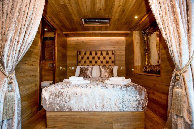 LP Pool room cabin - Liverpool hotel pool parties