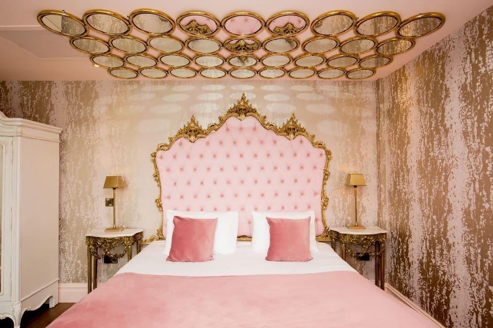 romantic night in Liverpool - Lust Suite