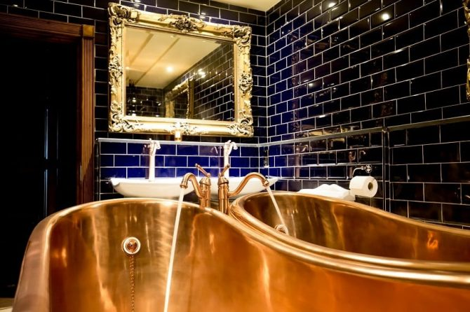 The Haig bathroom - Liverpool accommodation