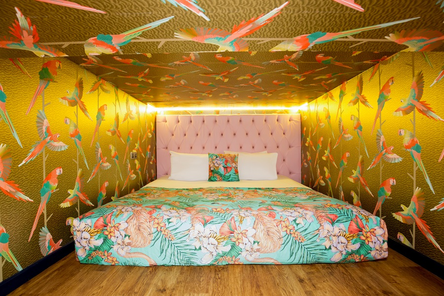 Flamingo Suite - party apartment in Liverpool